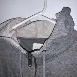 gap gray zip up hoodie (all the way up!)